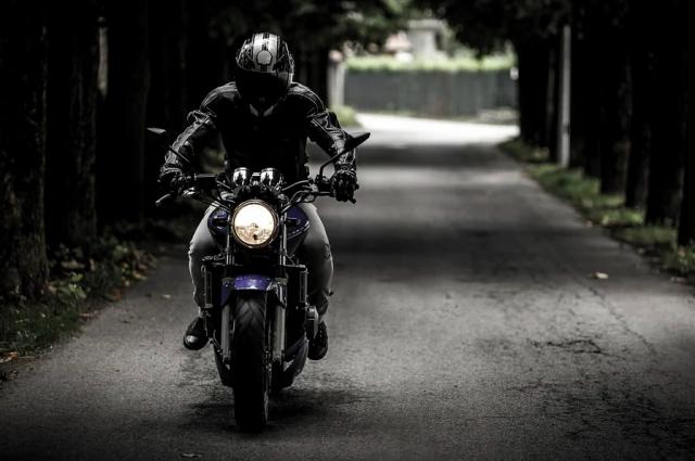 Смоляне сообщили о серьезном ДТП с мотоциклом у ТРЦ в Смоленске