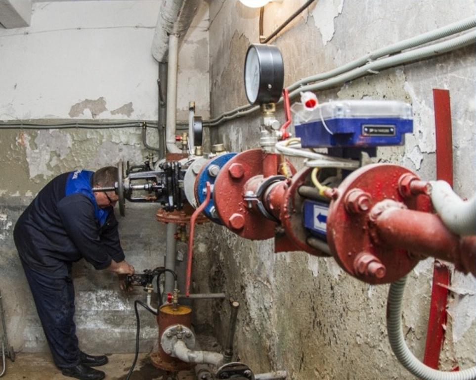 6200 метров труб в жилых домах заменят к началу отопительного сезона в Смоленске