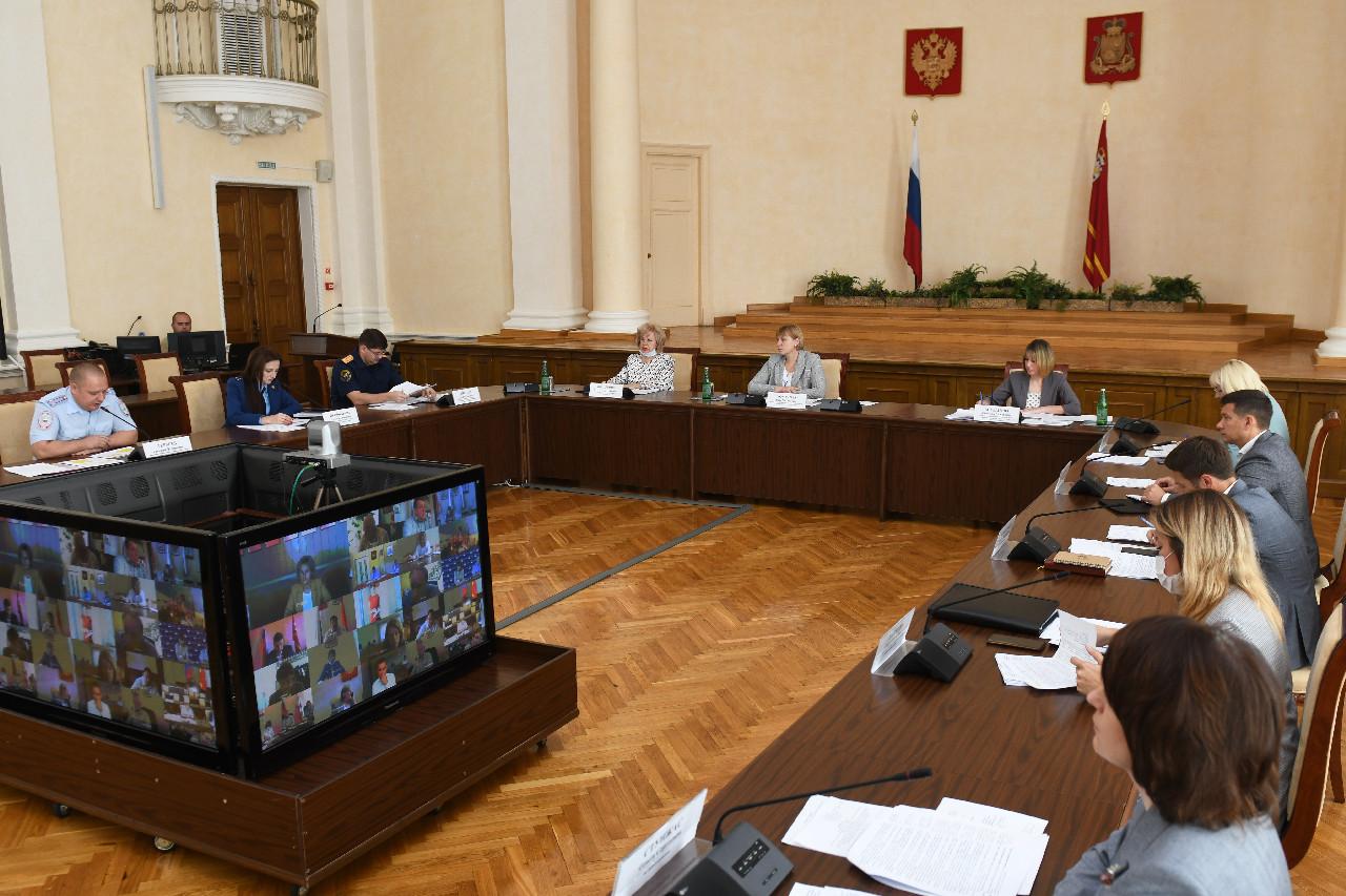 В Смоленске состоялось заседание комиссии по делам несовершеннолетних