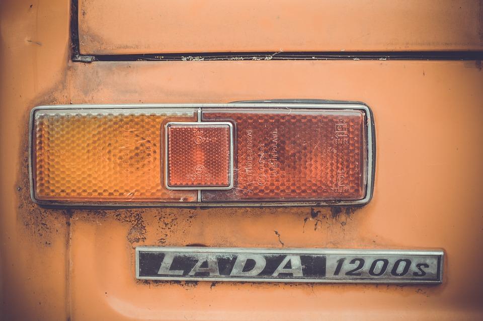 В Вяземском районе с помощью эвакуатора украли неисправный автомобиль