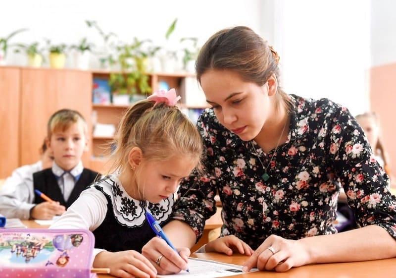 В Смоленской области 5 педагогов получат по 1 млн рублей по программе «Земский учитель»