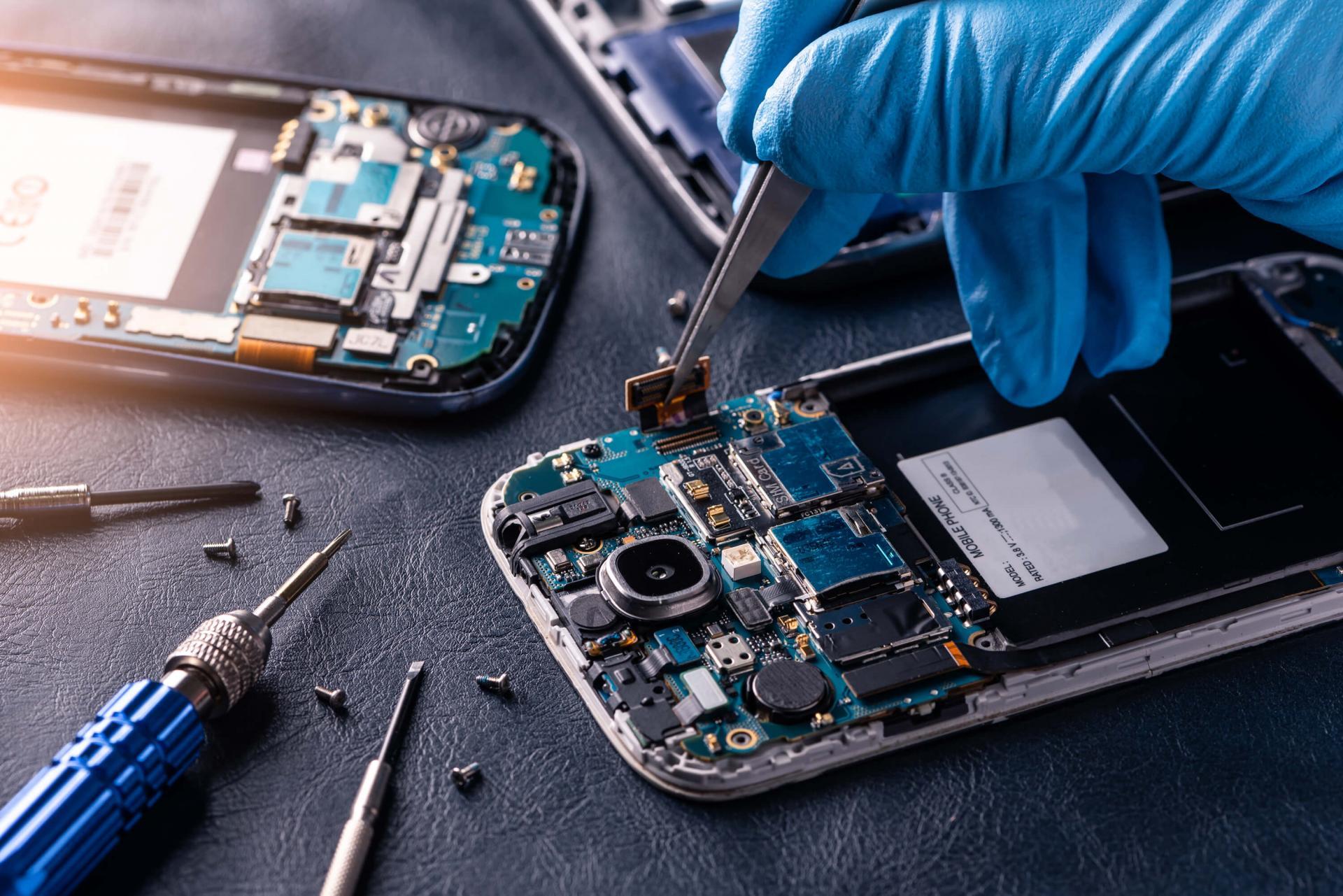 Ремонт телефонов в мастерских «Е-group»