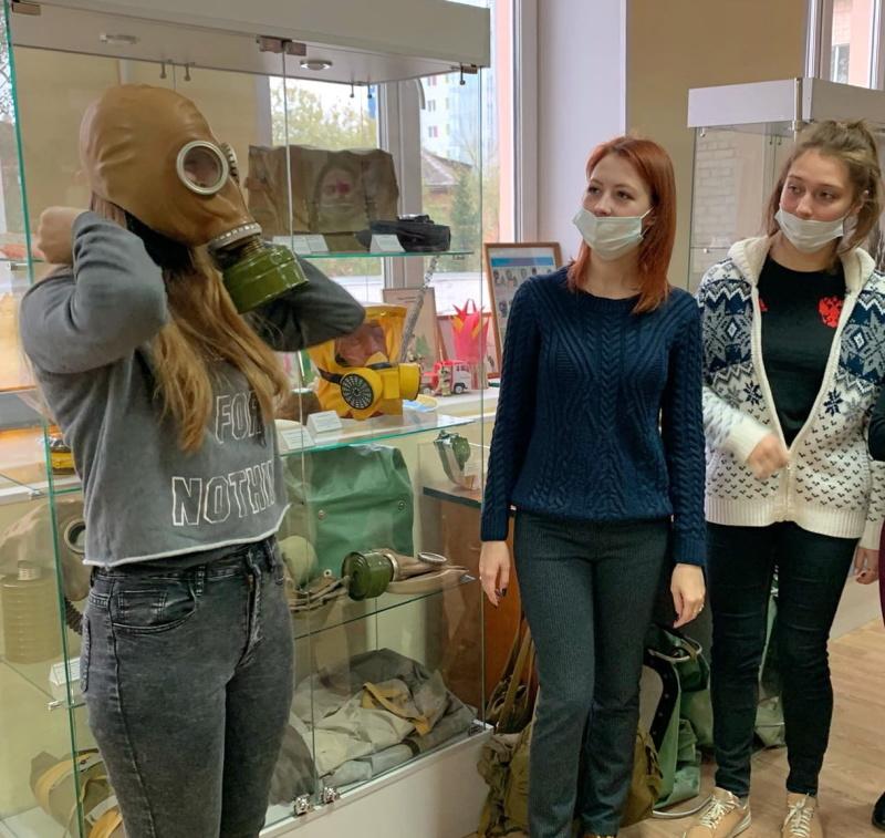 Смоленские студентки познакомились с историей пожарной охраны