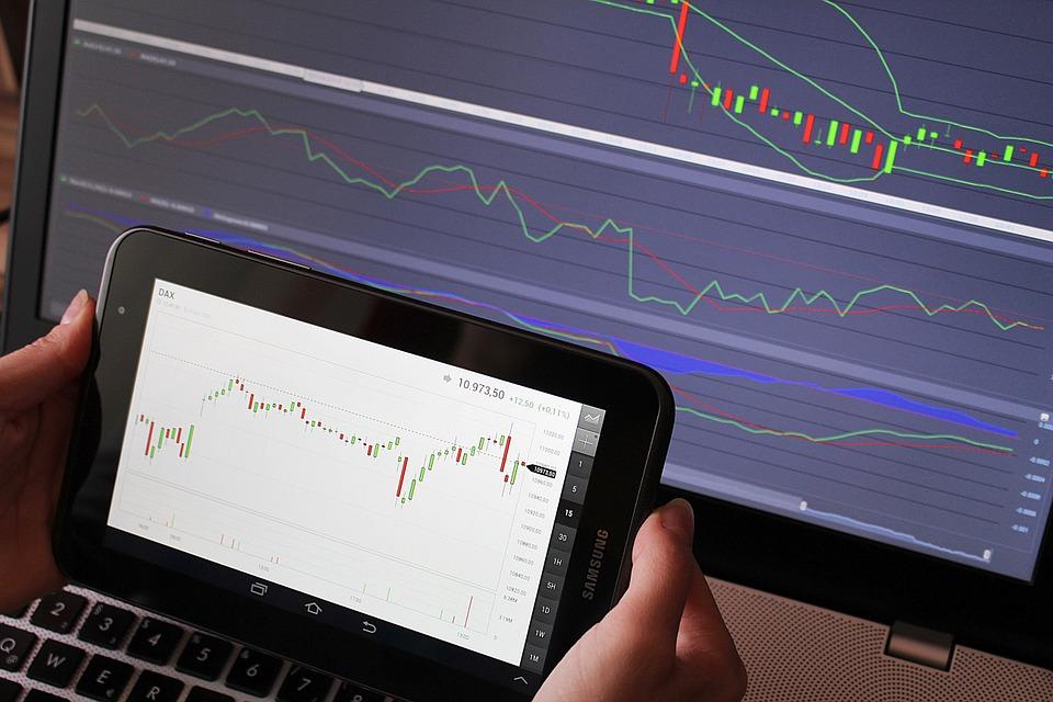 Макро- и микроэкономические факторы в трейдинге