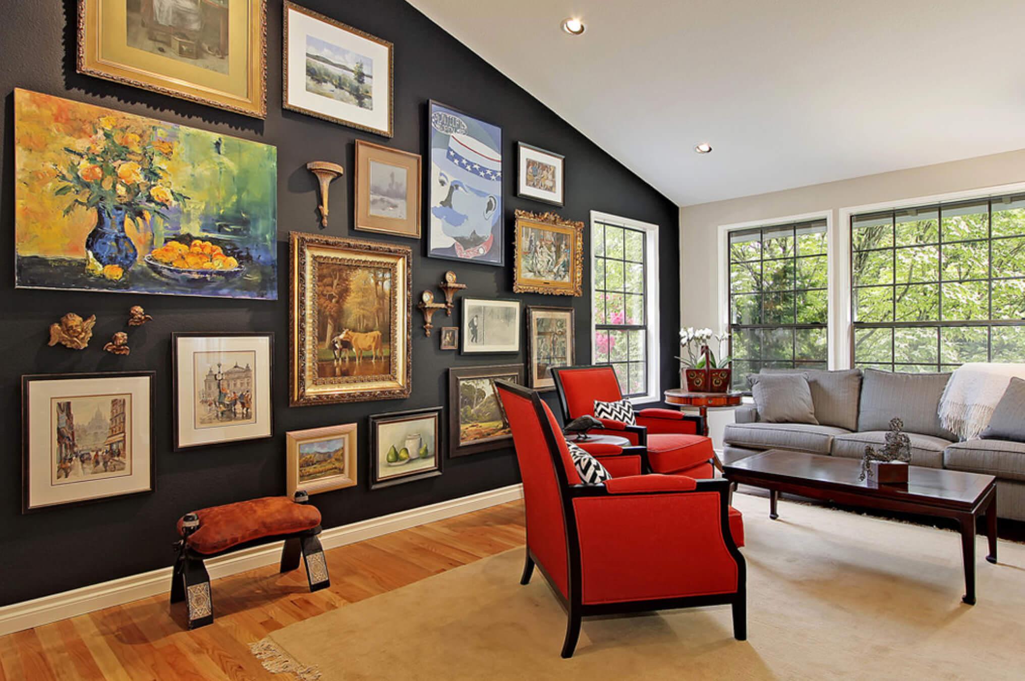 Как правильно располагать картины в интерьере жилища?