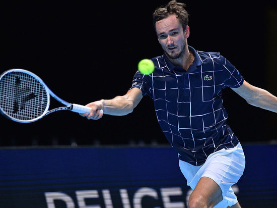Медведев отомстил сербам – обыграл Джоковича и вышел в полуфинал