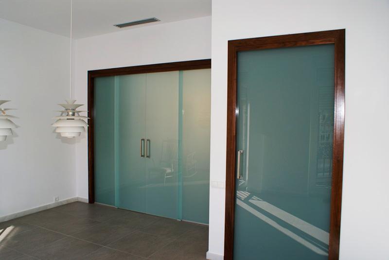 Варианты использования межкомнатных стеклянных дверей