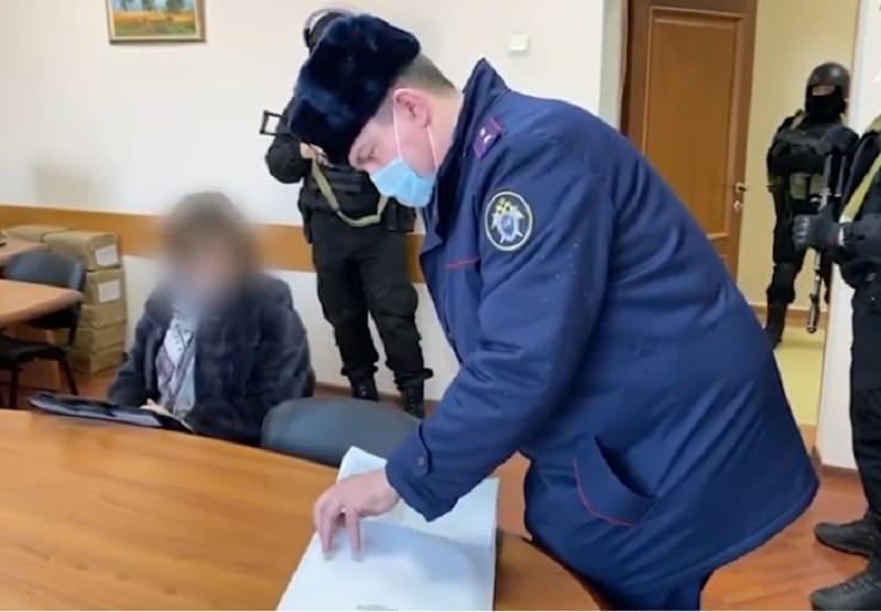 В Смоленской области СКР и Росгвардия провели выемку документов в администрации Гагаринского района