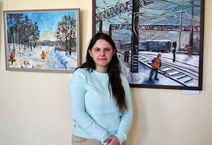 В Смоленском институте искусств открылась выставка молодой художницы
