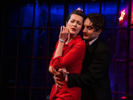 В Вахтанговском поставили спектакль о «короле танго»
