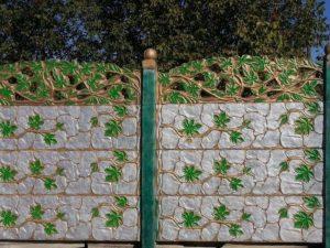 Как декорировать и защитить забор из бетона?