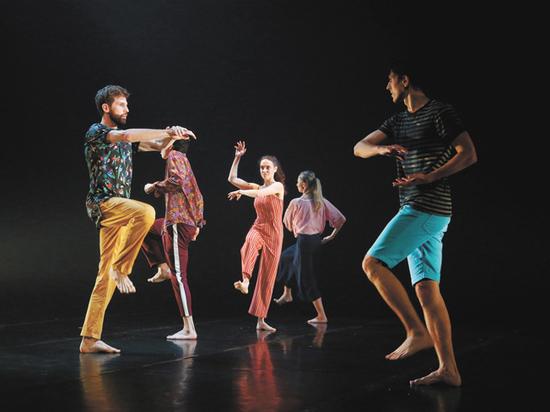Программу «Золотой маски» открыли «Провинциальные танцы»