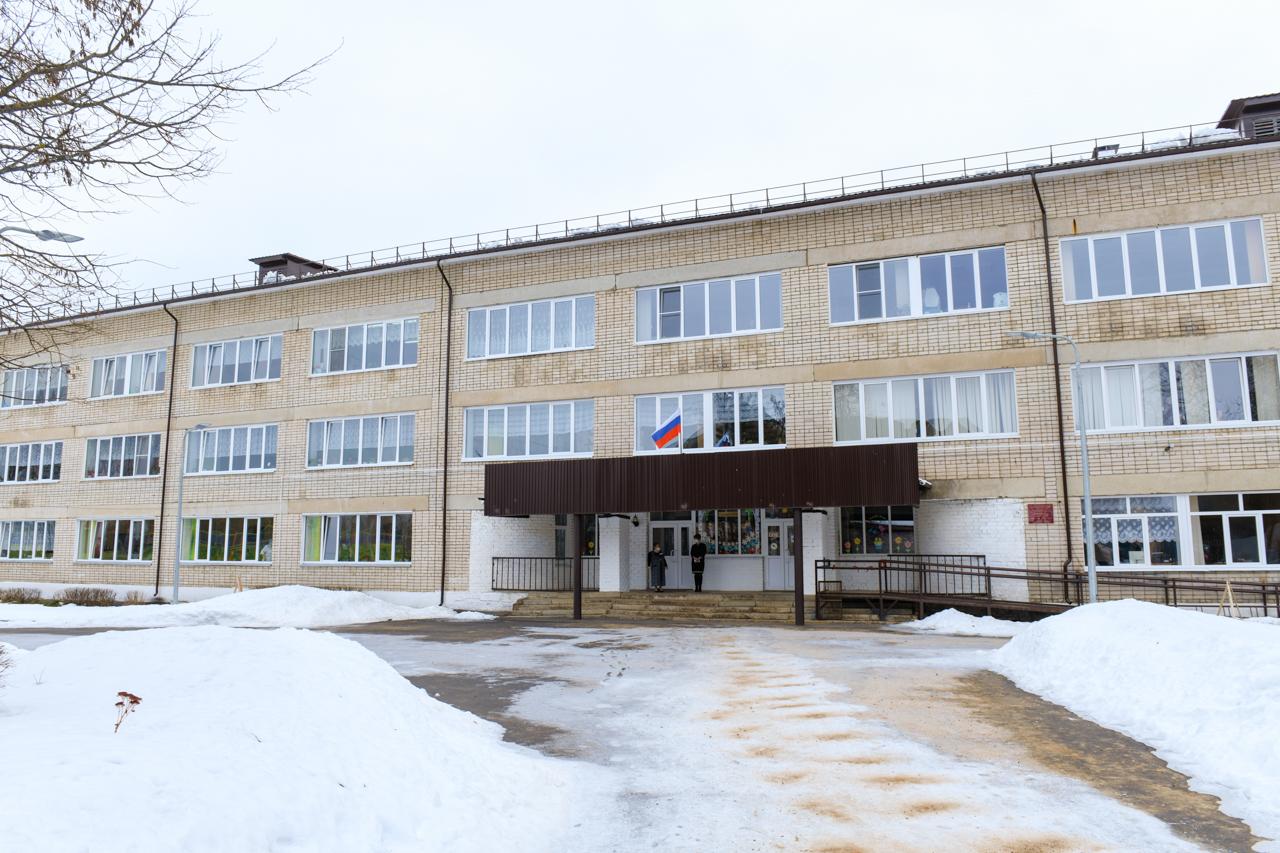 Алексей Островский проверил, как провели ремонтные работы в Кармановской средней школе
