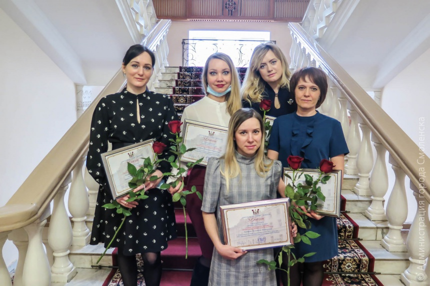 В Смоленске наградили лучших чиновников городской администрации