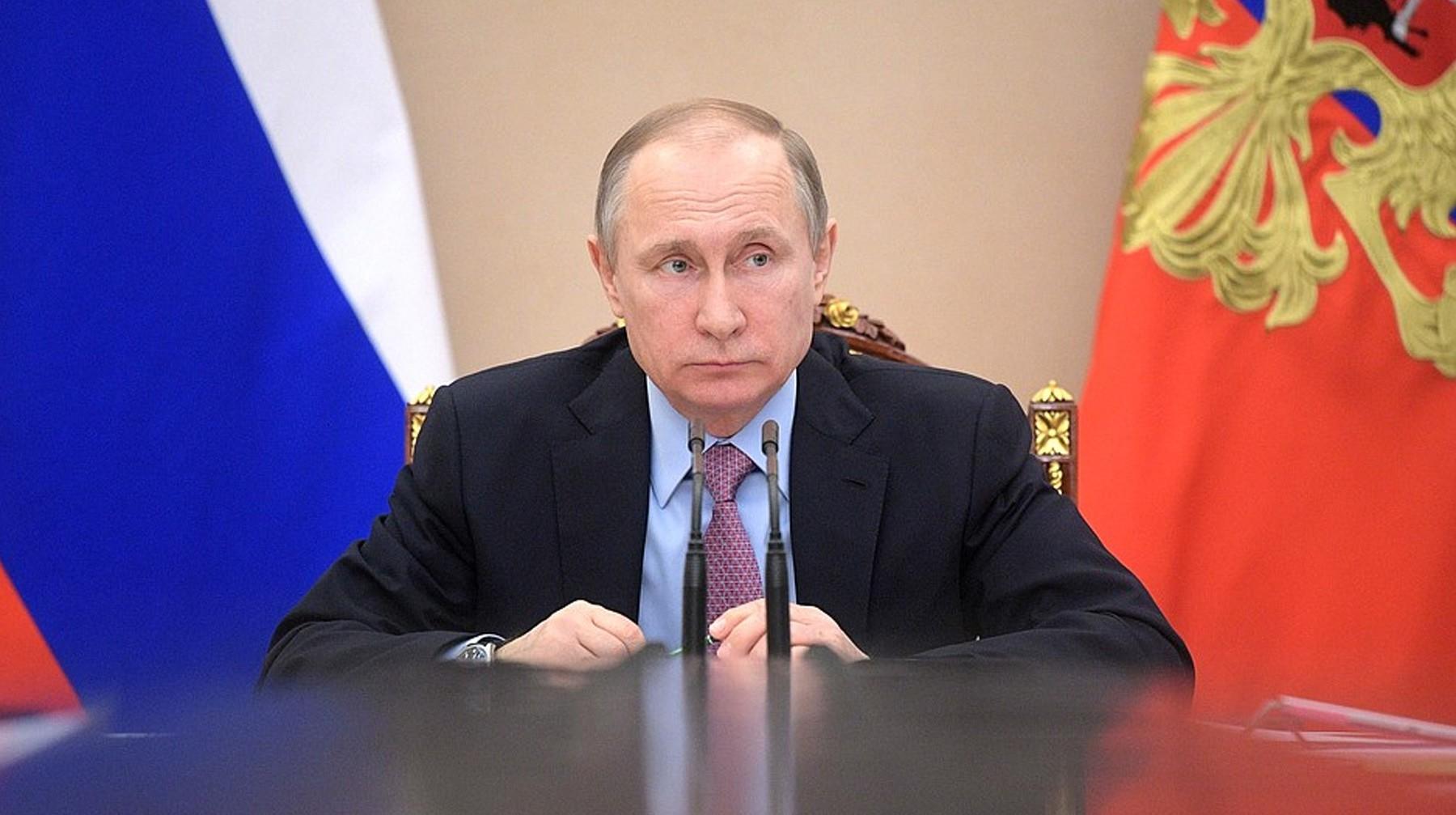 Президент РФ поручил рассмотреть смягчение регулирования капитала банков