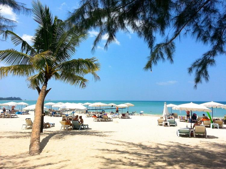Испания откроется для привитых туристов в июне. Маски на пляжах будут обязательными