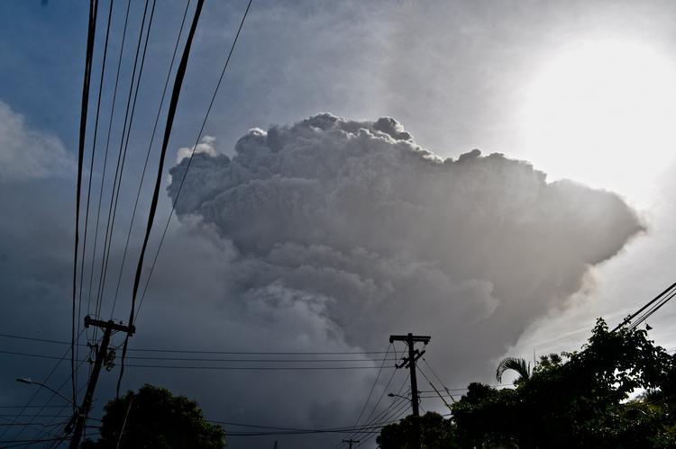 На Карибах произошло извержение вулкана Ла-Суфриер