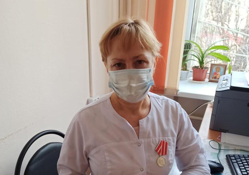 Медсестра из Смоленска получила госнаграду за заслуги в борьбе с COVID-19