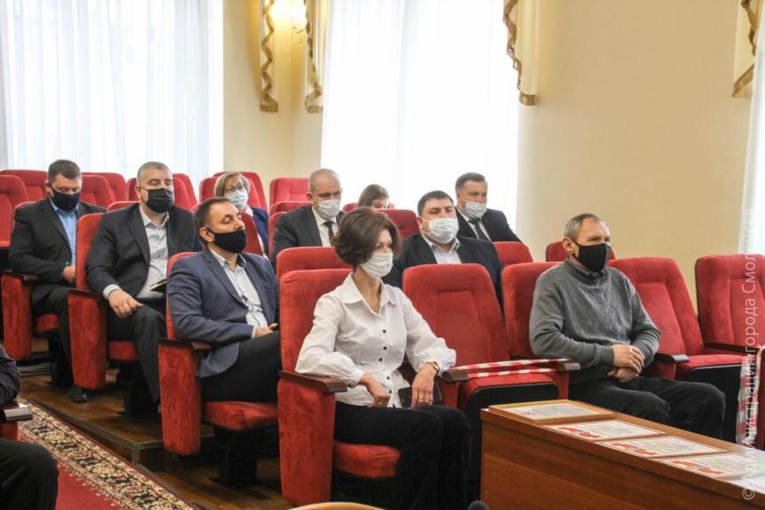 В Смоленске муниципальных служащих поздравили с профессиональным праздником