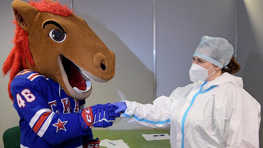 Российские спортсмены и тренеры призвали болельщиков к вакцинации