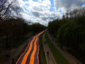 В Смоленске развернули самую большую георгиевскую ленту на планете