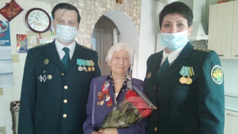 Смоленские таможенники поздравили героев Великой Отечественной войны