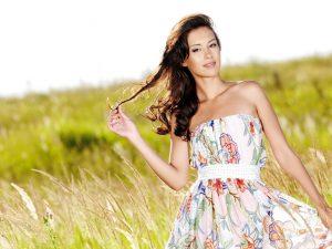 Цветочный ассортимент летних платьев: советы стильным девушкам