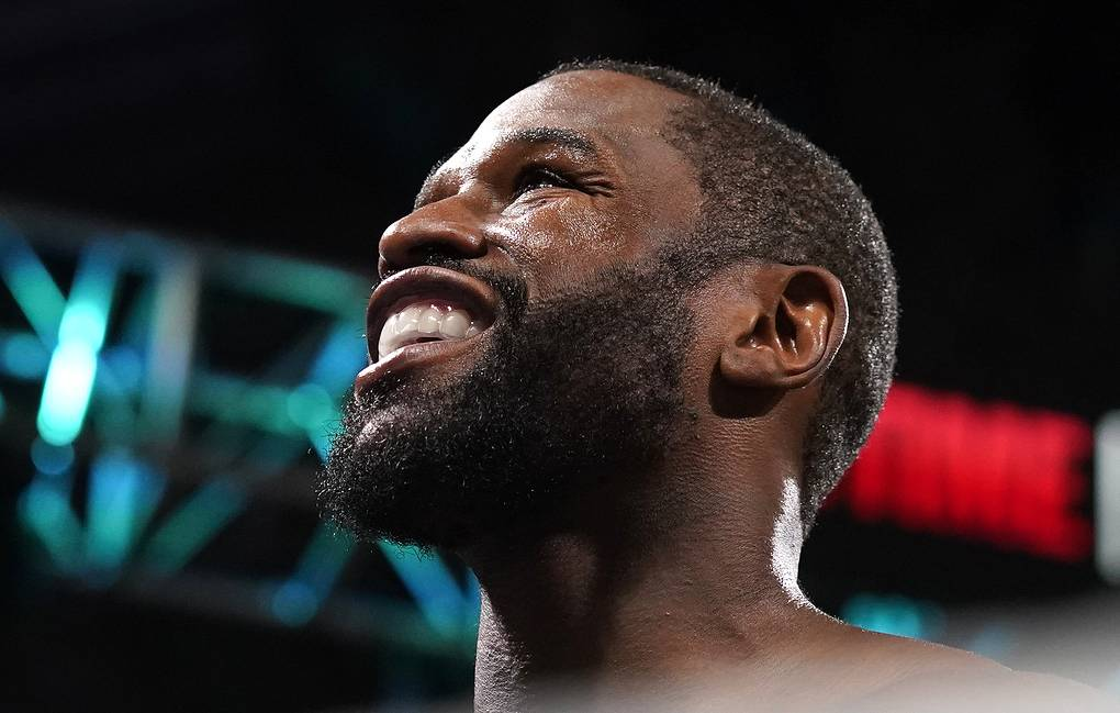 Боксер Мэйуэзер заявил, что больше не будет участвовать в боях