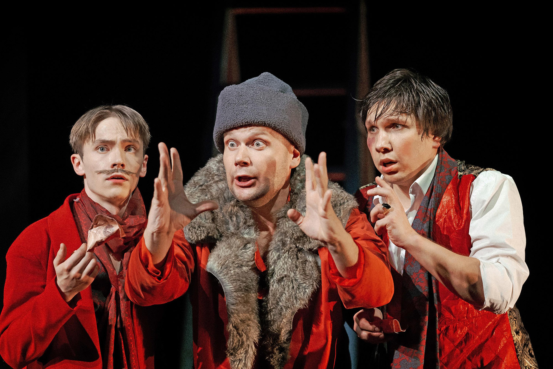 Театр Терезы Дуровой показал премьеру «На бойком месте» по Островскому