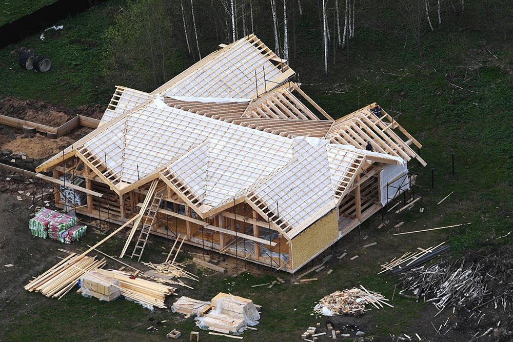 Из-за подорожания стройматериалов затягивается строительство загородного жилья