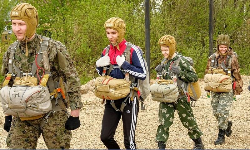В Смоленске стартует программа бесплатных парашютных прыжков