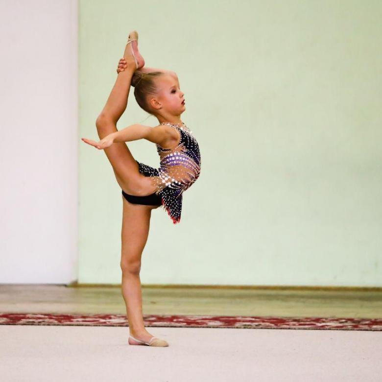 Со скольки лет можно отдавать ребенка на художественную гимнастику