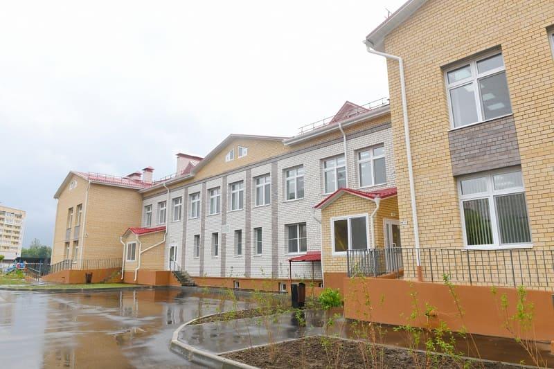 Алексей Островский оценил условия для детей в недавно открывшемся садике в Смоленске