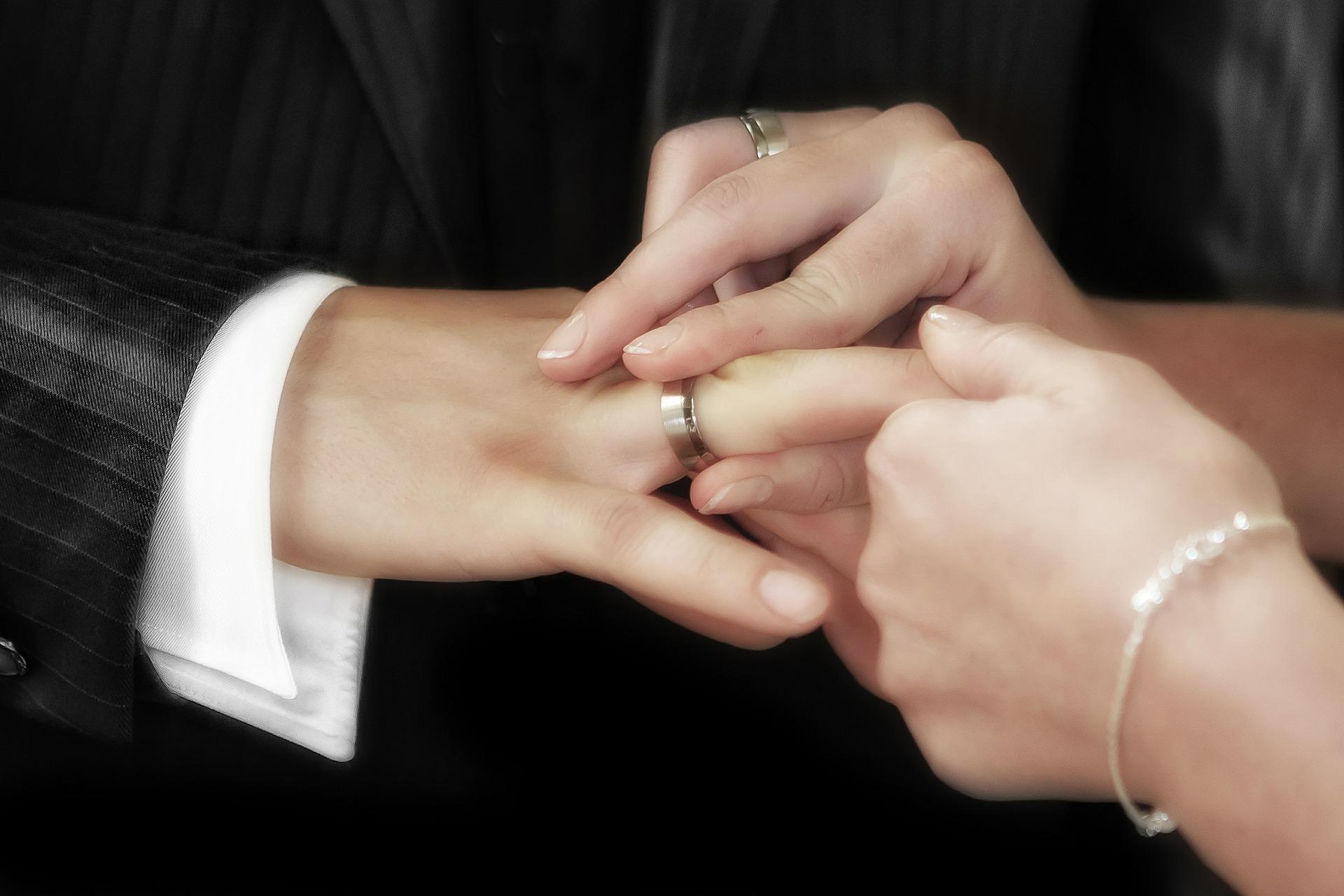 279 пар вступили в брак в Смоленске в июле