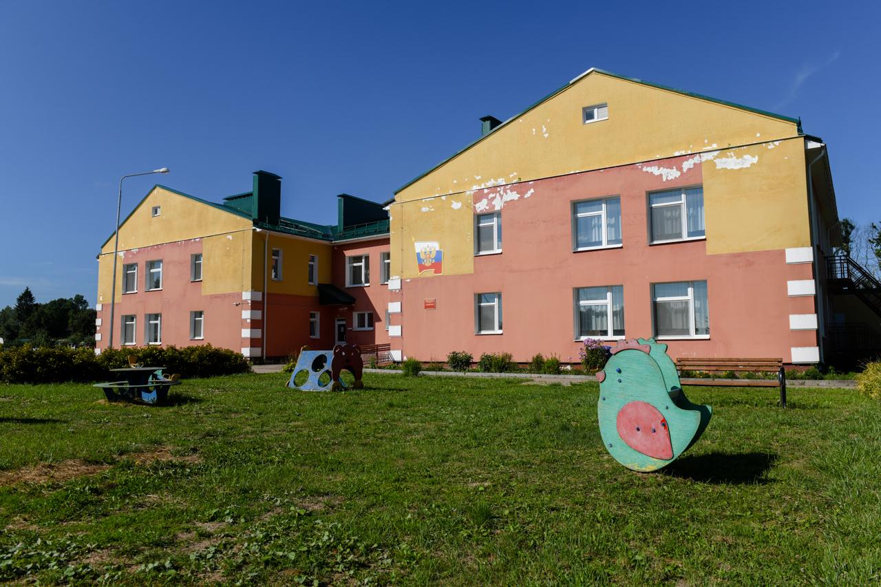 Алексей Островский поручил отремонтировать фасад детского сада «Родничок» в Красном