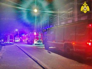20 человек эвакуировали спасатели на улице Нарвской в Смоленске