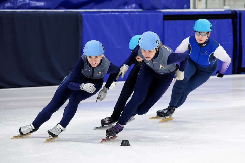В Смоленске прошли соревнования по шорт-треку