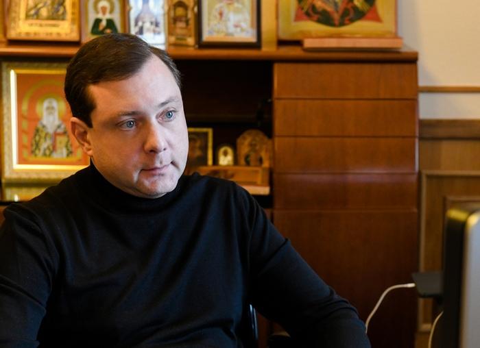 Алексей Островский поручил передать медикам еще 7 машин из автопарка администрации